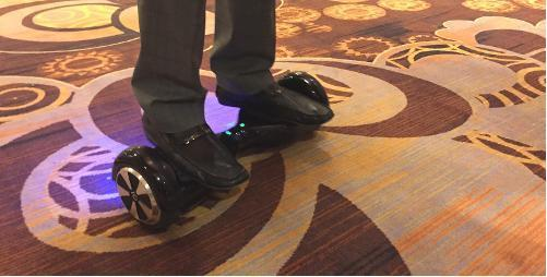 Segway变种 自平衡电动车IO Hawk可放入包中