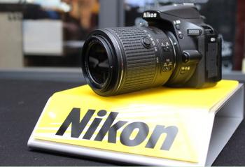 尼康首款带触控功能的相机 可翻转触摸屏