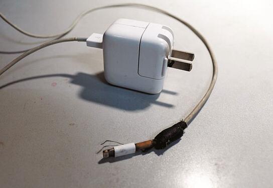苹果手机数据线易