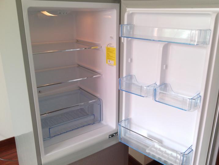 上菱172升双门冰箱 售价为1099元