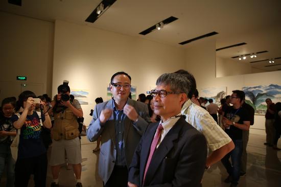 联想New Glass智能眼镜亮相 将于6月15日公测