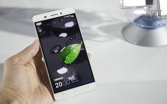 两款最炫智能手机! 你中意哪个?