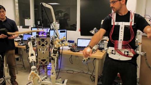"""机器人又能""""生""""力量还能与人类相媲美?"""