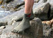 """不用穿鞋的袜子遭网友调侃""""用来踢足球"""""""