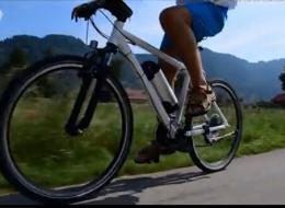五秒让你高大尚 自行车转眼变电动自行车!