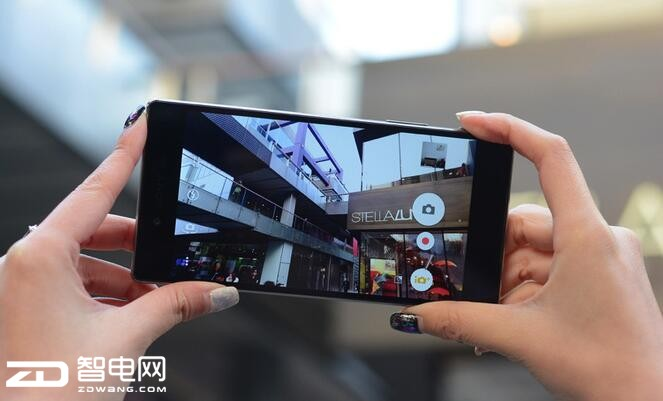 手机厂商纷纷抢食高端市场 看未来谁能主宰行业沉浮?