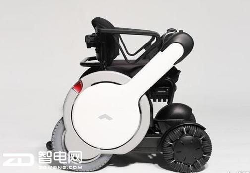 行动不便者福利:这款全向轮椅在坦途上也能顺利前行