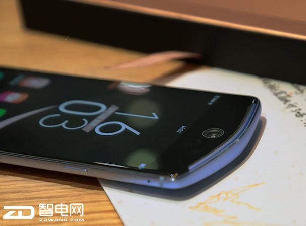 """美图手机T8评测:完全有""""把丑男P成美女""""的实力"""