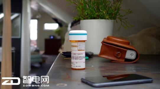 你忘记吃药了吗?Pilly智能药瓶能提醒你吃药
