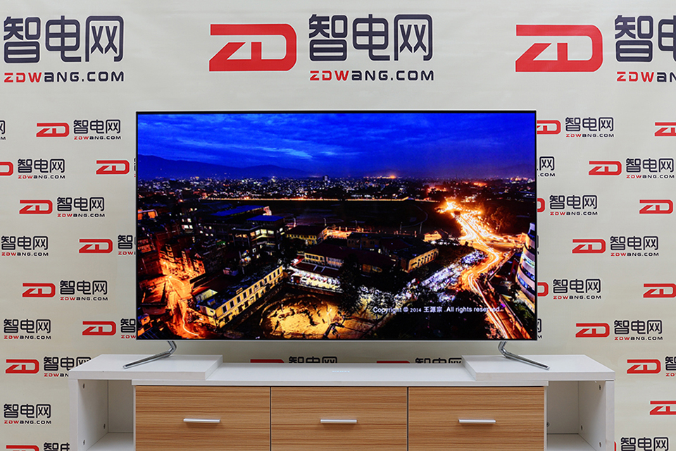 """AI时尚 """"薄""""出位 长虹CHiQ 55Q5A人工智能OLED电视评测"""