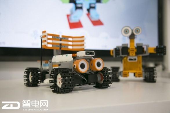 优必选全系列机器人亮相世界机器人大会 Cruzr正式宣布量产