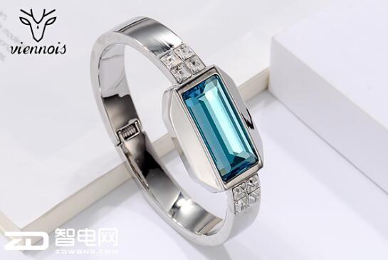 威妮华新款倾情上市 首款时尚智能手环闪耀全球