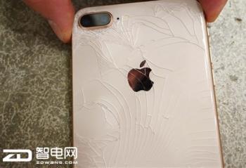 侃哥:伤不起 iPhone 8系列玻璃维修费近售价一半