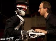 """机器人将来宁与人类钢琴家""""斗琴"""""""