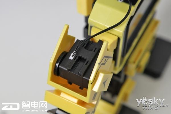 捍地教育机器人 兼具积木编程与人文教育功能