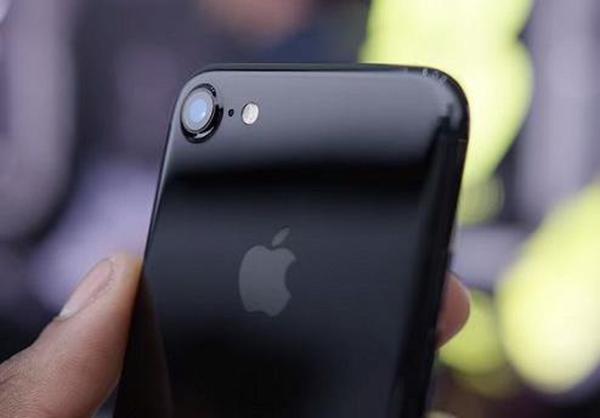 科技来电:以黑色为主 哪种手机是我们想要的