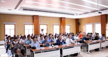 第一届扫地机器人行业年会在京举行
