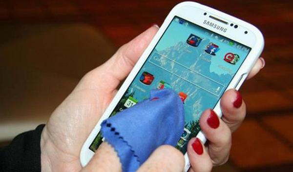 科技来电:手机屏幕容易脏 用什么擦好?