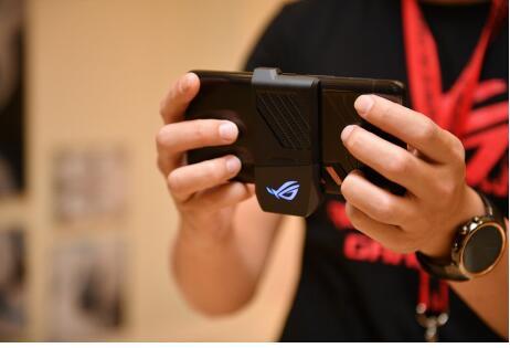全方位超强素质 华硕ROG游戏手机为勇者而生