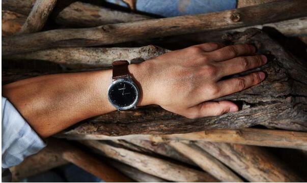 Garmin运动装备:智能运动手表vivomove HR助力消费者科学健康生活