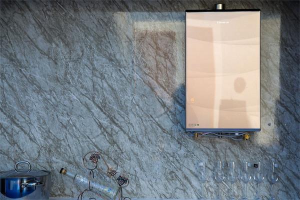 挑战不可能:卡萨帝热水器洒出最大瀑布雨幕