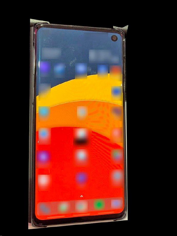 侃哥:疑似三星S10真机曝光;小米折叠屏手机有点猛