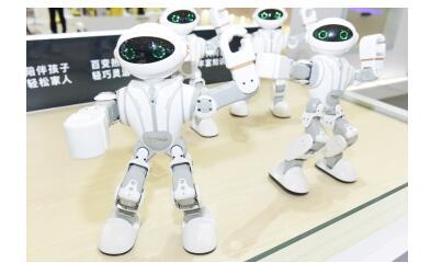 多款黑科技机器人亮相 塔波尔2019AWE再放异彩
