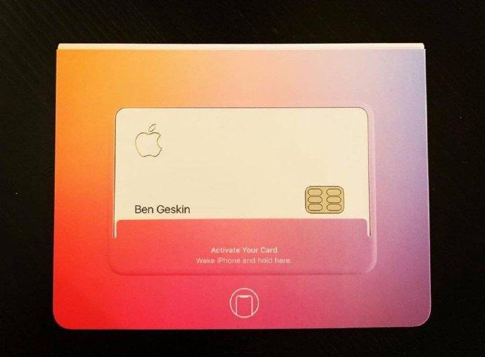 侃哥:官方放出realme X真机渲染图;Apple Card实物曝光
