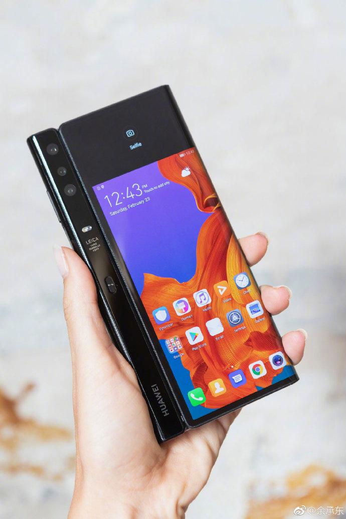 侃哥:下一款折叠屏手机花落谁家?小米?OPPO?