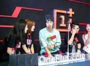 科技来电:Chinajoy展会一加手机独领风骚,更有呆妹骚男助阵