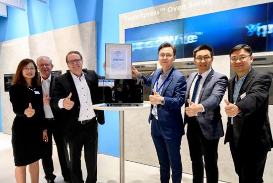 """首款德国VDE认证""""定温热""""微波炉 美的引领微波技术全球趋势"""