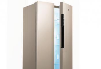 """冰箱可以说是家庭主妇的第二个""""衣柜""""  拥有一台456升对开门冰箱"""
