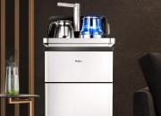 """方便""""萌妹子们""""更换  茶吧机是集饮水机与茶炉于一身的机器"""