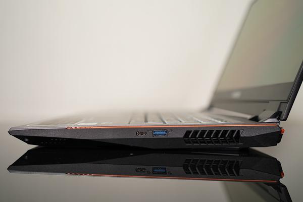 内外皆实力 十代i7+RTX2070 Super+4K OLED 神舟战神Z10游戏本评测