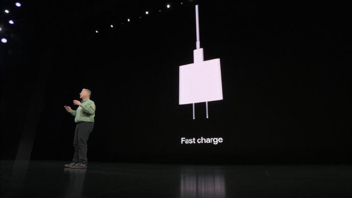 侃哥:苹果为压缩成本或取消iPhone 12标配耳机、充电器