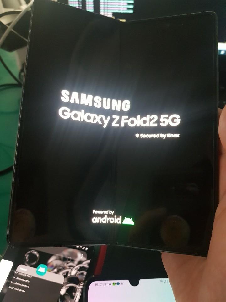 侃哥:索尼正式发布全画幅微单A7S3;三星Galaxy Z Fold2 5G真机首曝