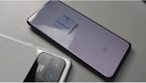小米Mi 11 Ultra    6.81英寸WQHD + 120Hz曲面OLED屏幕