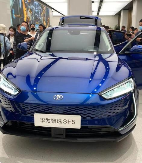 华为余承东正式宣布华为卖车  5 月份开始批量交车