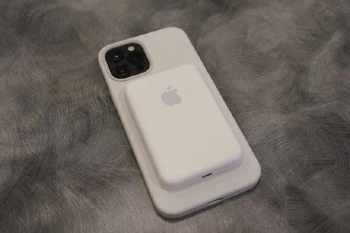 侃哥:苹果凌晨推送iOS 14.7 新增支持MagSafe外接电池